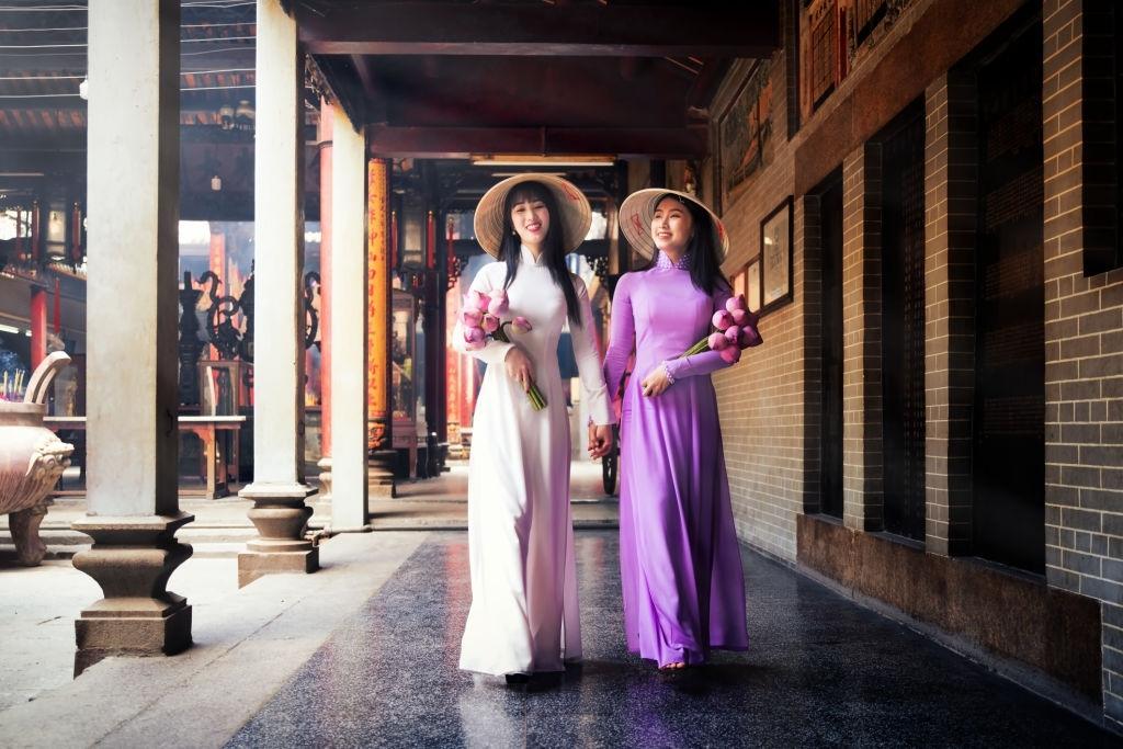 Dàn ý thuyết minh về chiếc áo dài Việt Nam