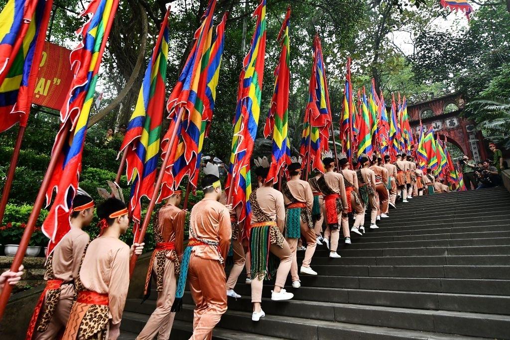 Dàn ý thuyết minh về lễ hội truyền thống dân tộc