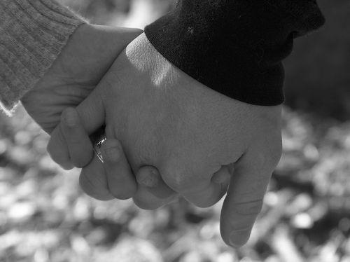 Những cái  nắm tay